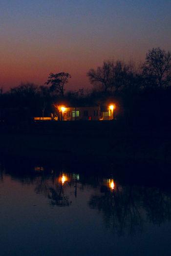 参差黄昏树下,隔岸灯底人家,吊桶打回河水,篝火烹壶苦茶。 sunset Reflection Night Tree Sky House Waterfront Light River No People