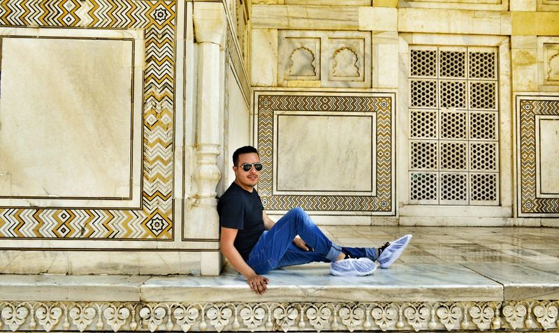 con mas de 40° olvide quitar el cubre calzado 😊🛫🌐🐪📸Young Adult Beautiful People Me BackpackersMemories Backpackers My Self Travel Destinations Face Of EyeEm Travel Photography Mochilero Mochileromx  Globetrotter Traveladdict India Taj Mahal, Agra Taj Mahal ILoveIndia Travelgoals