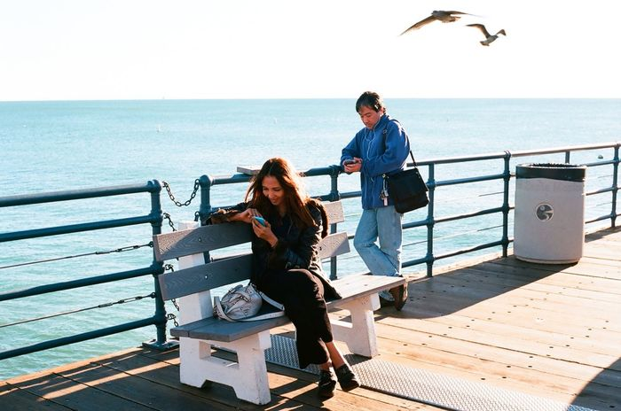 Made you smile Analogue Photography Streetphotography 35mm Film Nikon F3 Color Photography Kodakektar100 Santa Monica Pier Texting Film Film Photography
