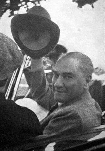 Mustafa Kemal Atatürk Ataturkunaskerleriyiz Turkiye... Ne Mutlu Türk'üm Diyene ! Ulu Önder