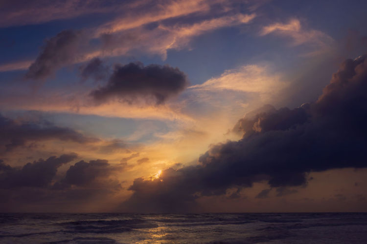 Beauty In Nature Cloud - Sky Dramatic Sky Horizon Horizon Over Water Idyllic Nature No People Non-urban Scene Orange Color Outdoors Scenics - Nature Sea Sky Sunset Tranquil Scene Tranquility Water Waterfront