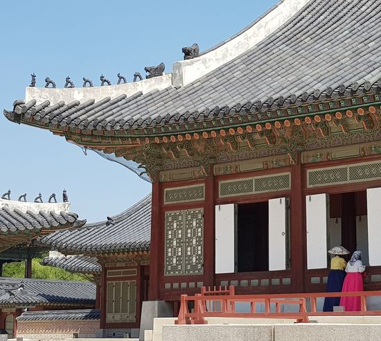 Hanboks Gyeongbokgung Palace, Seoul Joseon Dynasty 1392 -1897 Five Centuries Palace Architecture Korean Architecture Tripwithson2017 Tripwithsonmay2017 Seoul Southkorea
