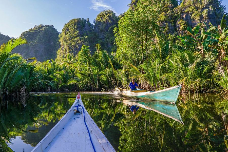 Morning traffic... I took a canoe to a place called Ramang Ramang in south Sulewesi. Had both my mobile phones running their gps to make sure I didnt get lost Traveling Landscape Clouds And Sky Sunrise Travel Photography Nature Holiday POV INDONESIA People Of The Oceans