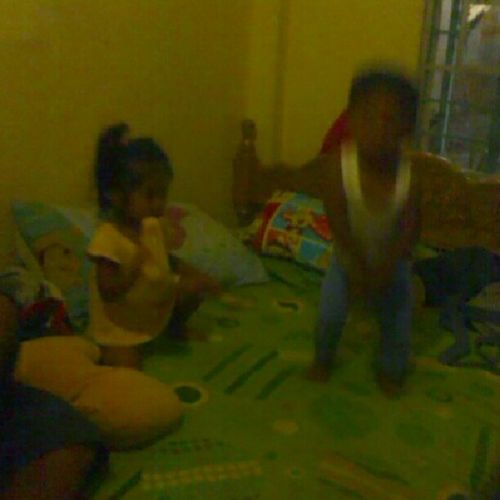 si kate dumedede while kobe dances gangnam! Bangad Twocuteinfants Happyhour Happiness @ejgwapo09