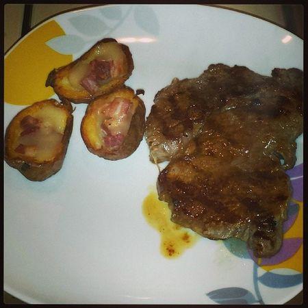 Tagliata Di Carne Con barcgettedipatateconpancettaeformaggio