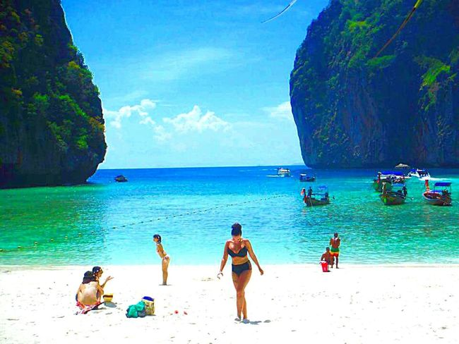 When ur your lost in your own thoughts....Maya Bay Thailand , where the beach was filmed Thebeach Thailand Mayabay Phiphiisland Paradise Thebeach Maya Bay Maya Beach Thailand_allshots_nature Beautiful Nature Phiphiisland