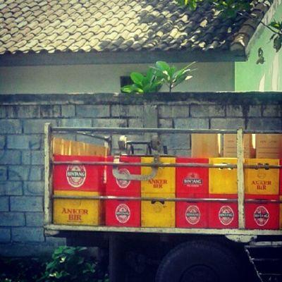 yellow & red beer Beer Truck Crate Instafood Instafamous Instagood Red Yellow Photooftheday Instanesia Instanusantara Bali INDONESIA LangitBaliPhotowork