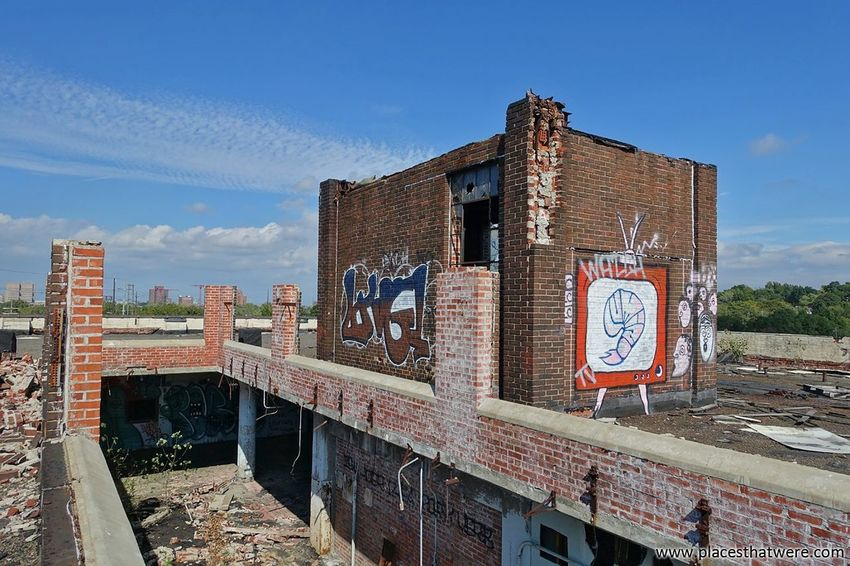 Shrimp on the roof. www.placesthatwere.com Architecture Outdoors Sky Day Abandoned & Derelict Damaged Urbex Abandoned Abandoned Ohio Ruins Urban Exploration Abandoned Building Abandoned Places Abandoned Buildings Abandoned Factory Cleveland Decay Shrimp! Brick Wall Brick Rooftop Roof Urban Decay Brick Building Factory Building