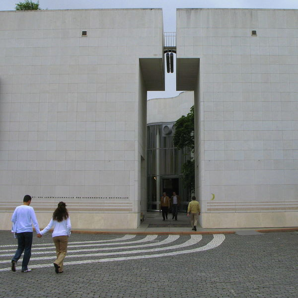 Art Museum Art Museum, Bonn Bonn Art Museum Couple Curve Curves Entrance Gate Holding Hands Holding Hands And Walking Love Outdoors People Real People Stone Wall Visitor Visitors Wall