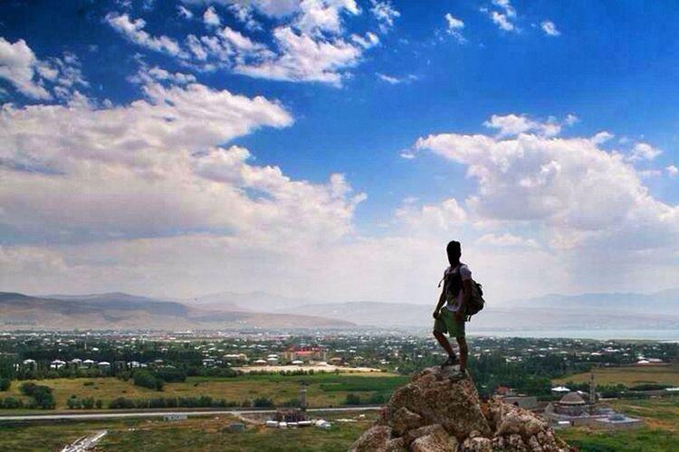 Önce yaşamı,sonrada bu yaşamda sizi özgür kılan herşeyi sevin özgürlük Freedom Liberty