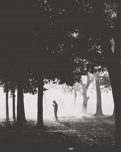 Dhakagram Dhakatales Peopleofbangladesh People Photoftheday Photographyislife Photography Documentary Photography Photogrid Bangladesh Photographers Photographersofbangladesh Pob_bnw Bnw_life Bnwphotography Bnw_society Bnw_captures Blackandwhite Winter Mist Winter Morning Fog Sillhouette Fujifilm_xseries