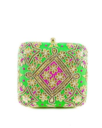 https://www.desiroyale.com/collections/clutches/products/green-samsara-clutch Desi Wedding Punjabi Picoftheday Photooftheday Instagood Instagood Instacool Sardarni Sardarni Bride Indianbride Indianbride Sangeet Desiweddings Indiansuit Desiweddings Indiansuit Gift Bridal Fashion Necklace Color Cochella  Coche coachella