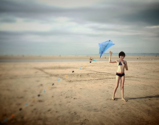 End of Summer - Normandie -Trouville Protecting Where We Play Cerf Volant Petite Fille Plage Normandie Trouville Trouville, Deauville