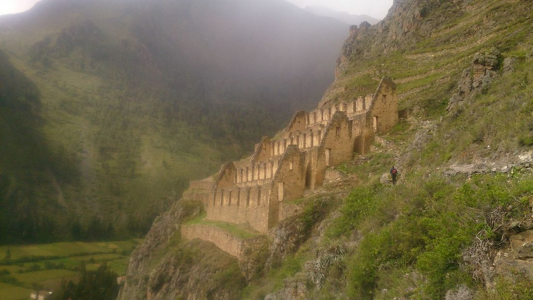 Terraced Field Mountain Fog Outdoors Green Color Beauty Day Ollantaytambo - Peru