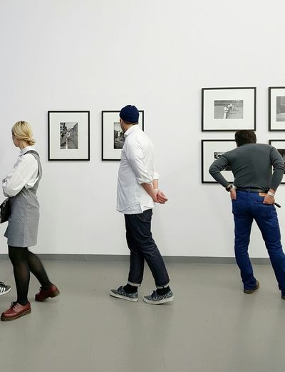 Photo Weekend Duesseldorf People Togetherness Adults Only NRW Facades Düsseldorf Photographer Minimalism Exhibition Photography Framed EyeEm Best Shots Hipsters Art Watching Photoweekend Real People Silhouettes White Wall Art Gallery Looking Close FreeTime Not Looking At The Camera Dusgiganten The Photojournalist - 2017 EyeEm Awards
