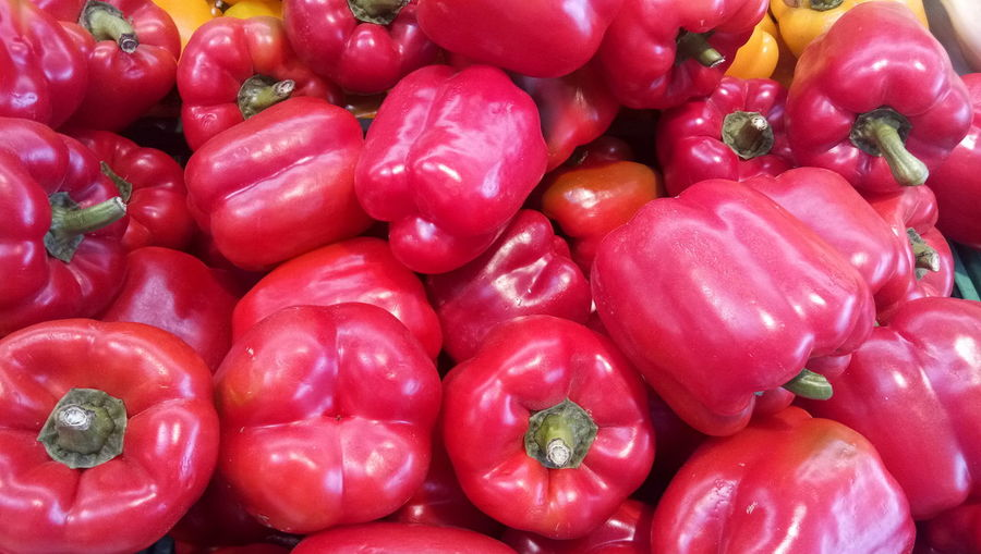 Yellow Bell Pepper Green Bell Pepper For Sale Pepper - Vegetable Raw Food Bell Pepper Farmer Market Stall Red Bell Pepper Market Stall Market Display Fish Market Retail Display Paprika Price Tag Shop Street Market Cauliflower Flower Market Red Chili Pepper Zucchini Eggplant