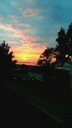 Trabzon Sunshine ☀ Sunday Sunset #sun #clouds #skylovers #sky #nature #beautifulinnature #naturalbeauty #photography #landscape University Campus Sunset Sundown...♥