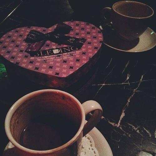 19 Şubat Kankalar Günü gününüz kutlu olsun. Friend Bestfriends Goodfriends 14subatainat goodtime coffee hotchocolate heart box vscocam vsco