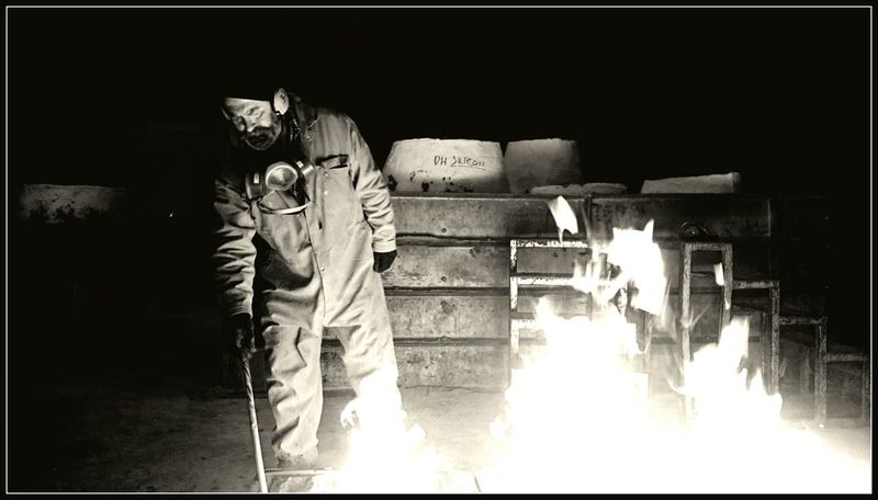 Foundrylife Foundry Fire Sand Mould Moulding Sandcasting Casting Bronze Casting Pangolin Editions Art Foundry Working With Fire Workers At Work
