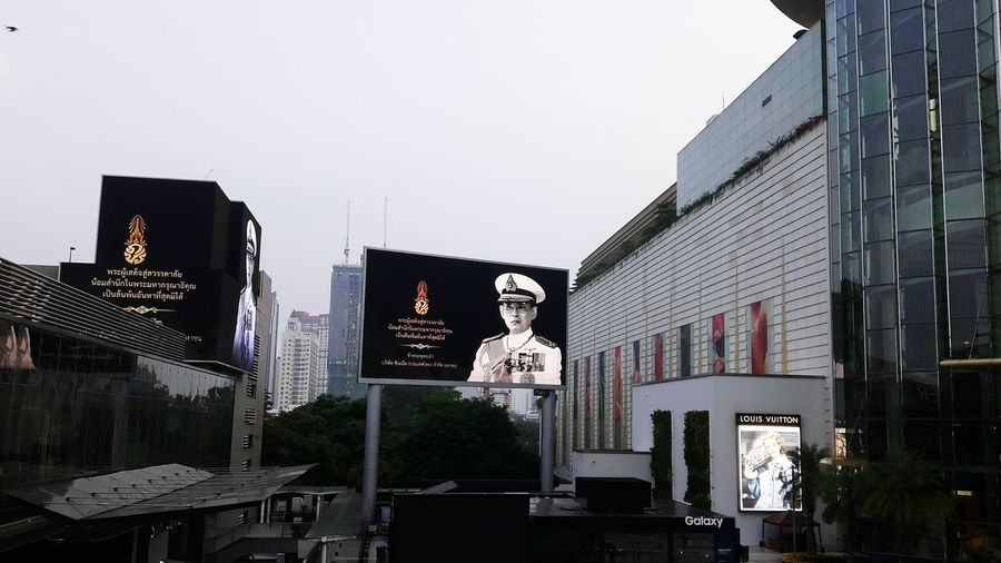 like a GOD Thailand King Royalty RAMA9 I Love King Rama9 Bhumibol Adulyadej EyeEm Selects City Business Finance And Industry Human Representation Architecture Building Exterior Sky Built Structure