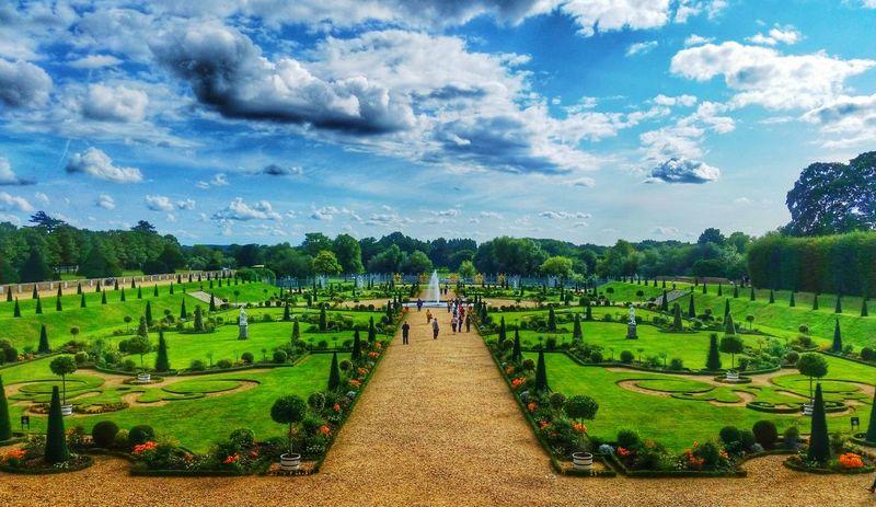 Hamptoncourtpalacegardens Hamptoncourtpalace Hamptoncourt Gardens Sky Clouds Bluesky HDR Adventure Exploring Backpacking England Uk Unitedkingdom