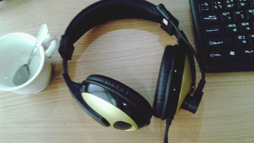 Headphone Sound Listen Media Entertainment Desktopcomputer Workflow Cupcoffee Wood Keyboard