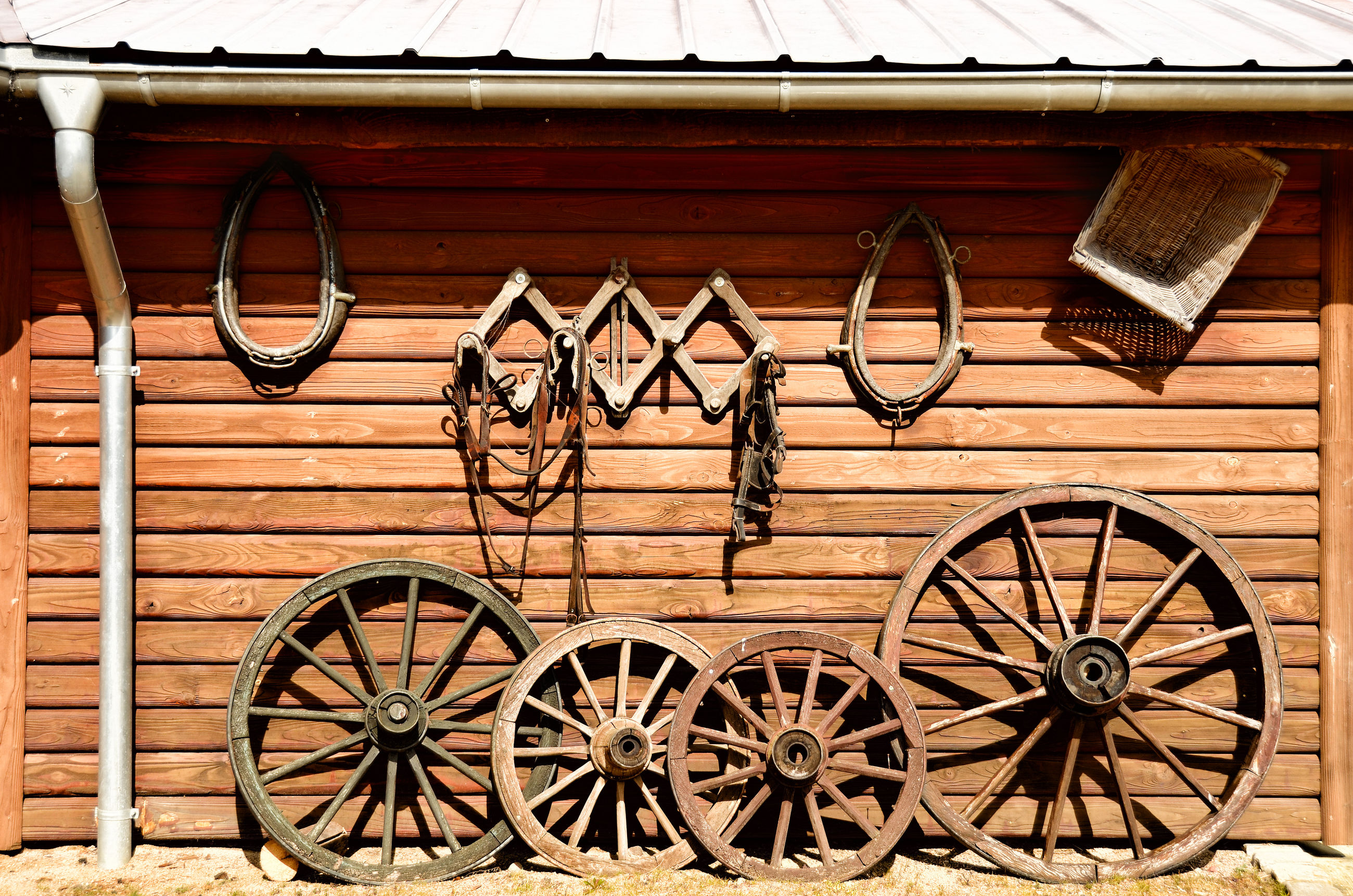 wheel, wood - material, day, outdoors, old-fashioned, no people, built structure, transportation, building exterior