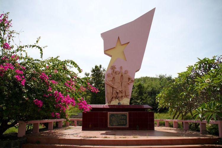 Patriotism Phan Thiet Pink Vietnam No People Outdoors Pink Color Sculpture Socialism Statue