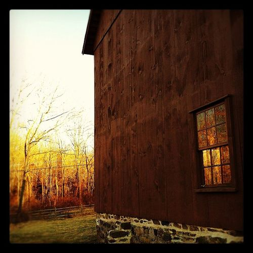 Barn with afternoon sun. #latergram Latergram Greatfeeds Cc_accident Cl_windowchallenge_01