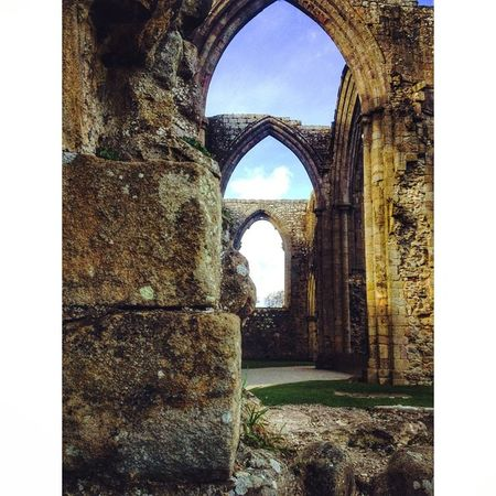 BoltonAbbey Yorkshire CapturingBritain Igersyorkshire Ukpotd Fiftyshades_of_history Historicbuilding Ig_britishisles Nexus_nation Rsa_doorsandwindows
