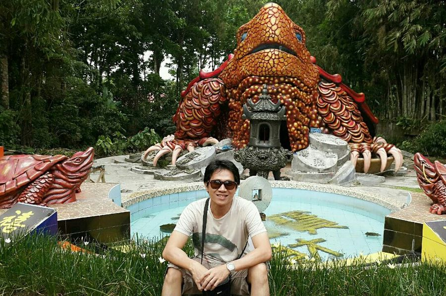 The fortune turtles.. 🐢 Statues/sculptures Statues And Monuments Statues In The Park Statue Lover Happiness Smiling Happy Celebration Outdoors Lifestyles Tree Portrait Cheerful Day Chinesenewyear Prosperousnewyear ProsperousMind Prosperouslife