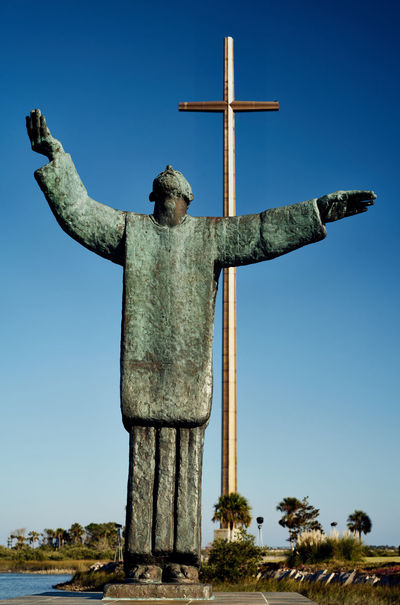 Statue of Father Francisco López de Grajales - The Great Cross Catholic Church Dios Ivan Mestrovic Spain🇪🇸 Spanish History St Augustine, FL Statue United States Colonial First Mass Florida Missionary Oldest City In America Steel Cross