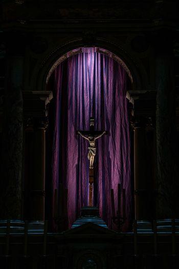 Legend Szent István-bazilika Hungary Budapest Jesus Indoors  Built Structure Architecture Lighting Equipment Purple Dark Curtain Illuminated
