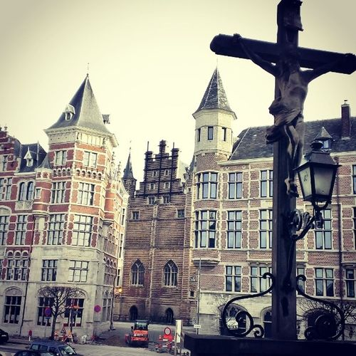 Old Architecture Love Antwerpen Belgium Belgie City Citytrip Travel Sunday Sun Instagram Instatravel Instagood Instabelgium Bjorngruppen Dutch