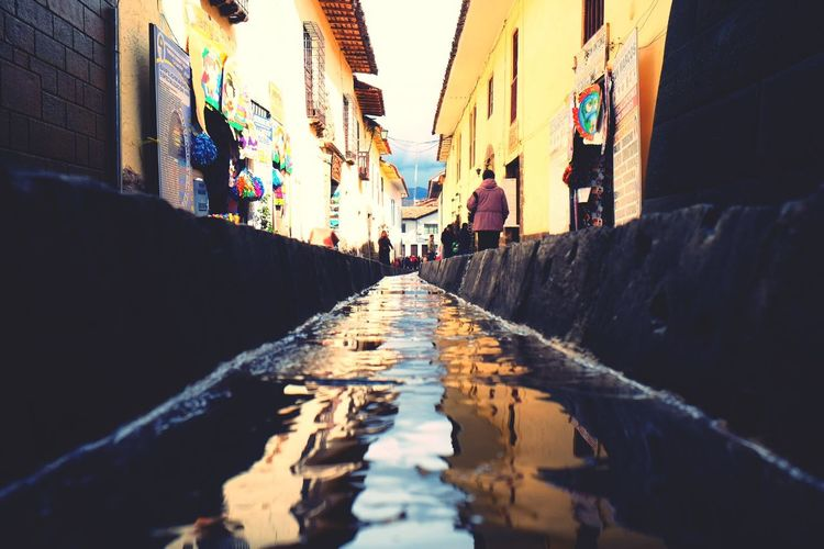 Cusco Calle Arequipa Streetphotography Water Reflections