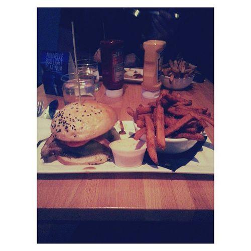 Gee, it was huge. Was awesome with DA Bf 💋👌 Burgers Burgerbar Burgerbarcrescent Crescentstreet mtl