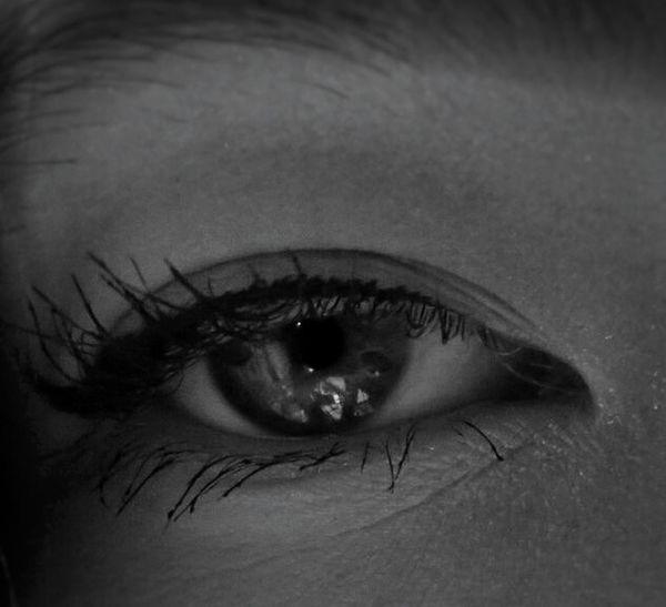 👀✌ Hübsch Gray Sad Traumhaft Amazing Blackandwhite Schwarzweiß Auge Wimpern Wunderschön Schön Beautiful Eyeball Eyelash Human Eye Sensory Perception Eyebrow Eyesight Iris - Eye Close-up Pretty Eyeshadow Eye Make-up Eyelid Mascara Eyeliner Posing Gray Background Attractive First Eyeem Photo