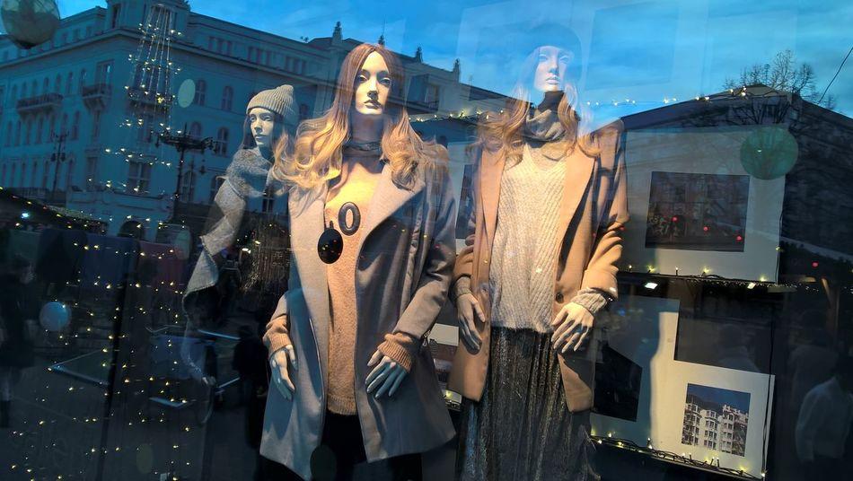 #budapest #displaycase #fashion #fashionstreet #hungary #manikin #shopwindow #storefront #winter2016 Architecture City Night Outdoors People