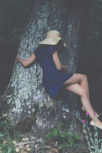 Real People One Person Leisure Activity Tree Lifestyles Full Length Rock - Object Day Outdoors Casual Clothing Tree Trunk Young Women Nature Standing Young Adult Posing Women Climbing Beauty In Nature Energetic Place Of Heart EyeEm Selects