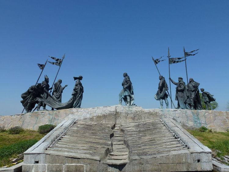 Attila Austria Blue Sky Danube Donau Hagen Kriemhild Legend Nibelungen Niederösterreich Sage Sculpture Siegfried Statue Statue Tulln Österreich