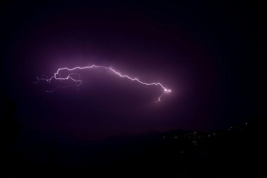 Last night captured this pic around 3 am from lower bazaar Shimla Himalaya Ankitdogra Instadaily Clouds Simla Instagram Mountain India Lightning ThunderStorm⚡ Thunder Shimla Traveller Indianhimalayas