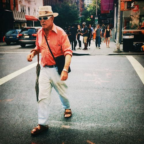 Streetphotography Walking Around Street Style Crossing The Street