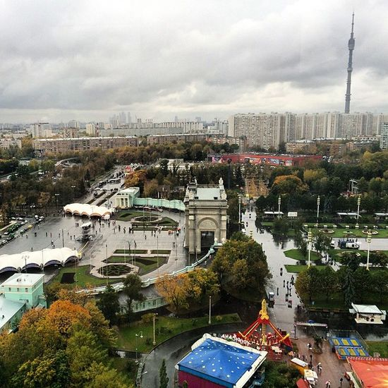 Дождливая Москва нас встретила. Москва ВДНХ колесообозрения