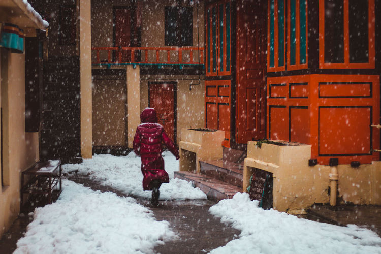 A kid monk running to take shelter from heavy snowfall ... Travel Tibet Tibetan  Manali Himalayas Himachalpradesh Movement Exploring Monk  Kid Warm Clothing Snowing Snow Cold Temperature Winter Snowflake Full Length Red Architecture Blizzard Snowfall Weather Condition Snow Covered Residential Structure Exterior White Lone Weather Cold Sweeping The Photojournalist - 2019 EyeEm Awards The Traveler - 2019 EyeEm Awards The Architect - 2019 EyeEm Awards The Street Photographer - 2019 EyeEm Awards
