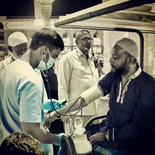 Medical Volunteering with Red_crescent during Pilgrimage hajj season in 2009 At haram prophet mohamed holy mosque. madina madinah medina saudi_arabia saudiarabia. Taken by my sony alpha dslr sonycamera sonyalpha A200. تطوع الحج مسجد الحرم النبوي المدينة_المنورة المدينة السعودية