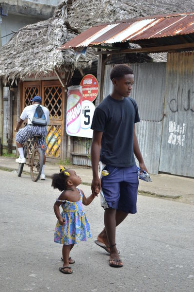 Child Cute Daddy's Girl Daily Life Father And Daughter Girl Livingstone  On Foot Walking