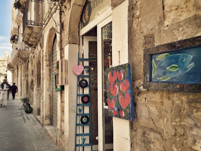 Giudecca - Ortigia - Siracusa Hello World Taking Photos Enjoying Life Painting Art, Drawing, Creativity ArtWork Art Architecture Architectureporn Architectural Detail Walking Around The City  Discover Your City Architecture_collection Street I Love My City Giudecca - Ortigia Ortigia Sicilia Sicily Siciliabedda Creativity Streetart