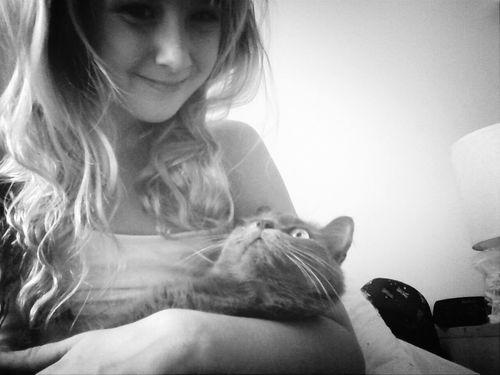 lol she looks very uncomfortable :p Cuteeee♥♡♥ Cutepets Hello Kitty <3