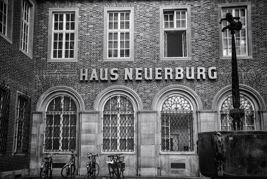 Haus Neuerburg Black & White