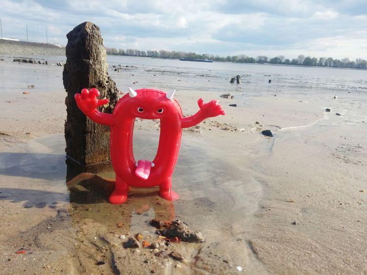 Beach Water Red Sand Day Tranquility Sea No People Outdoors Sky Horizon Over Water Nature Deutschland Hartz 4 Hartz IV Kapitalanlage Anlage Kapitalismus Zinsen Reichtum Böse Null Kampagne Elbestrand Elbe River Elbe